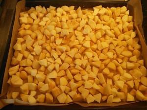 Roher Kuchen mit Äpfeln